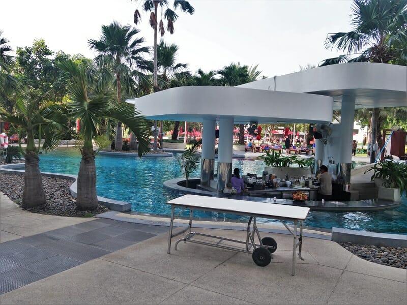 アマリオーシャンパタヤ(Amari Ocean Pattaya)のプール