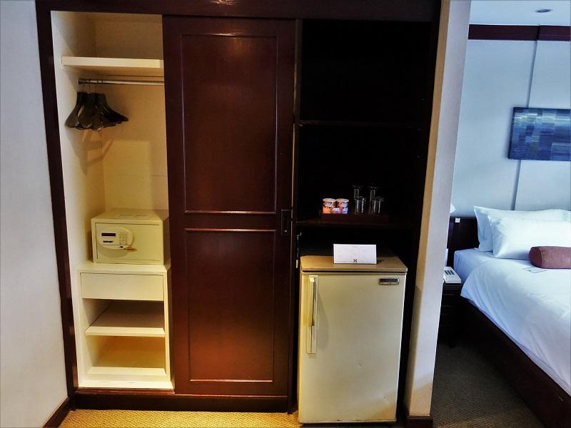 シティロッジバンコク(City Lodge Bangkok)の客室にあるクローゼット