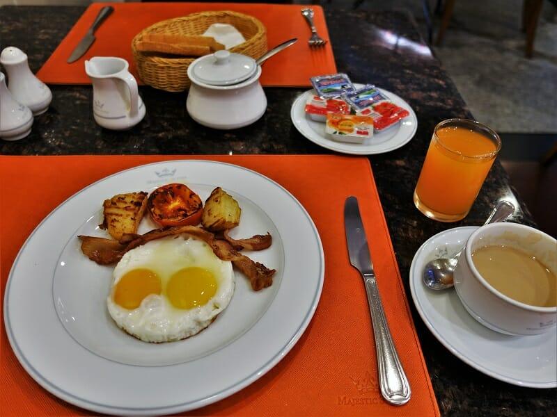 マジェスティックスイーツホテル(Majestic Suites Hotel)の朝食