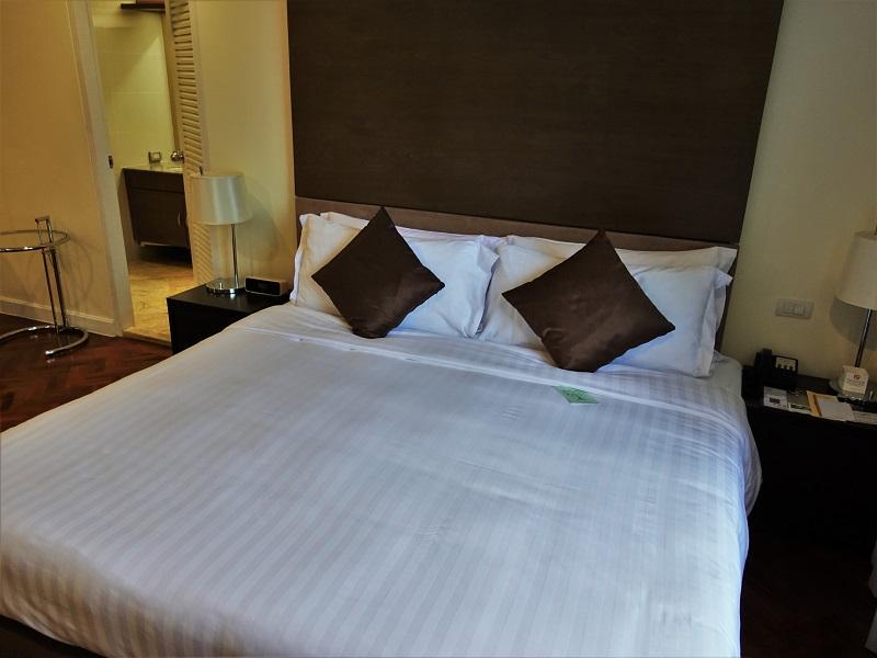 パチャラスイーツスクンビット(Phachara Suites Sukhumvit)のベッド