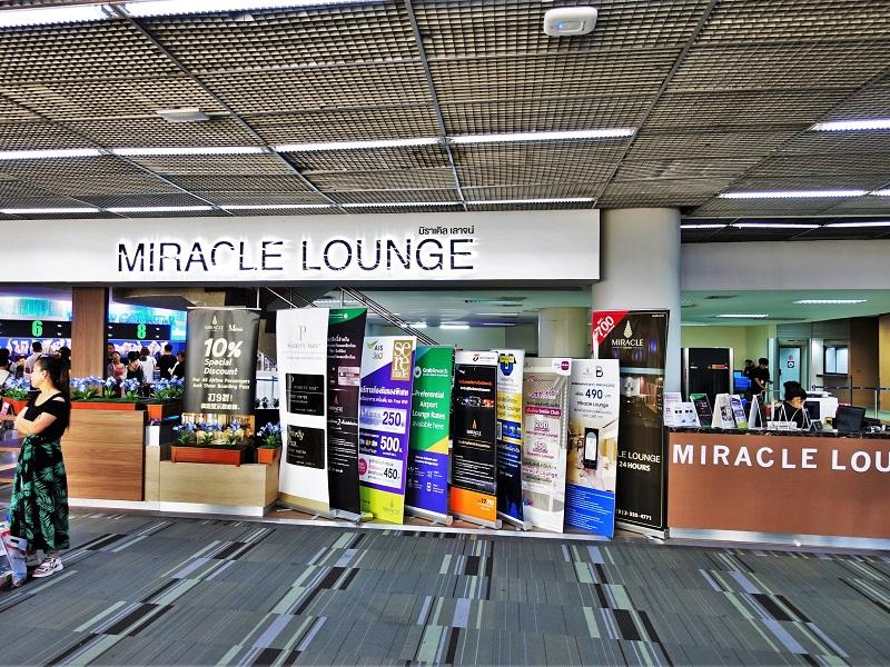 ドンムアン空港のMIRACLE LOUNGE受付