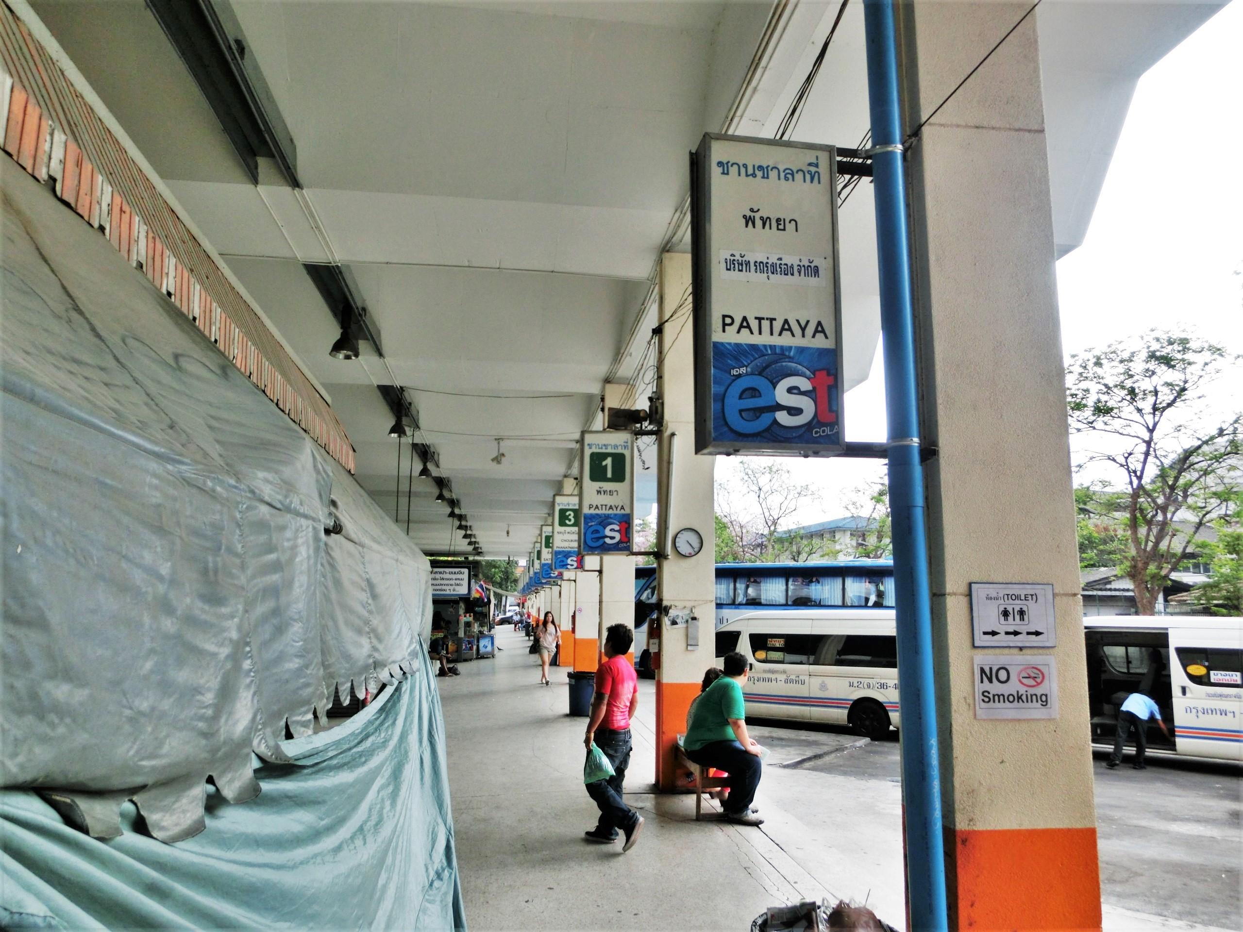 エカマイバスターミナルのバス停