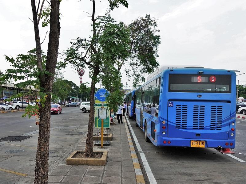 チェンマイ国際空港のRTCチェンマイ・スマート・バス乗り場