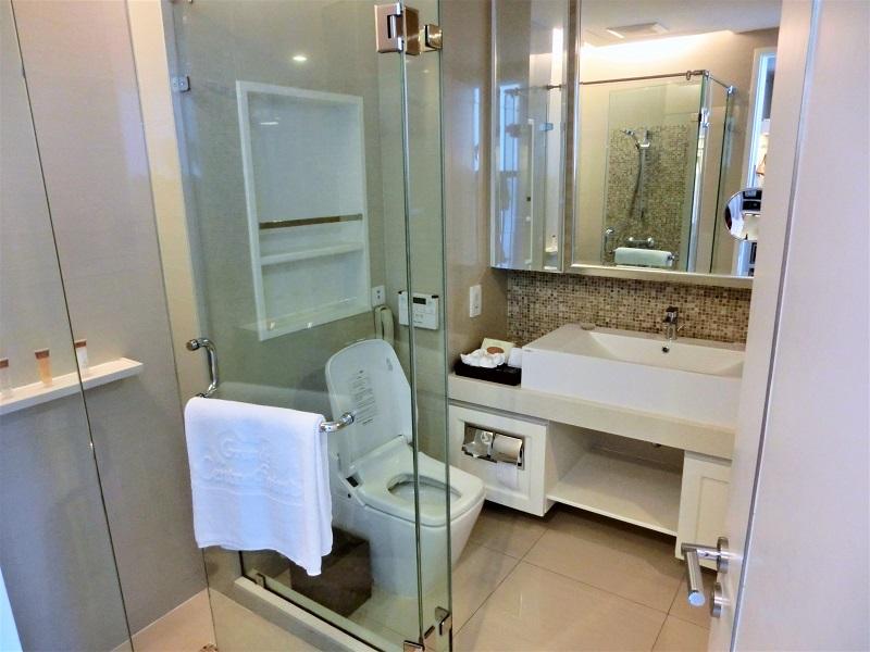 グランド センター ポイント ホテル ターミナル21(Grande Centre Point Hotel Terminal 21)の洗面所とトイレ