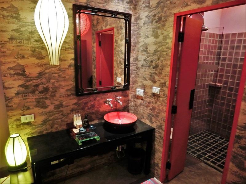 シャンハイ マンション バンコク(Shanghai Mansion Bangkok)洗面所とシャワールーム