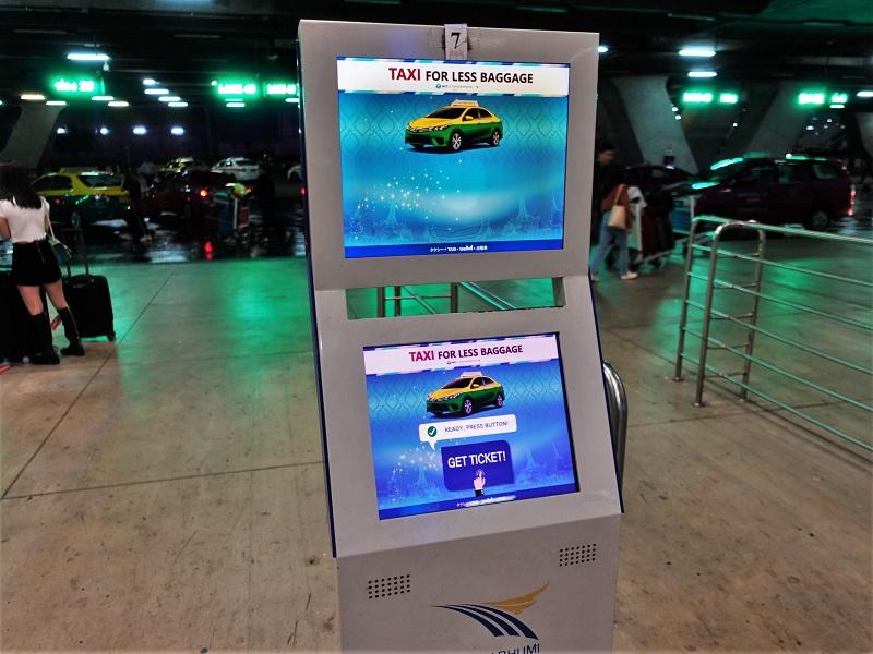 スワンナプーム国際空港のタクシー乗り場の発券機