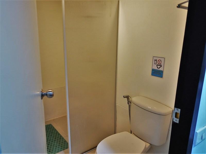 Vプレイス シーロム(VPlace Silom)トイレとシャワールーム