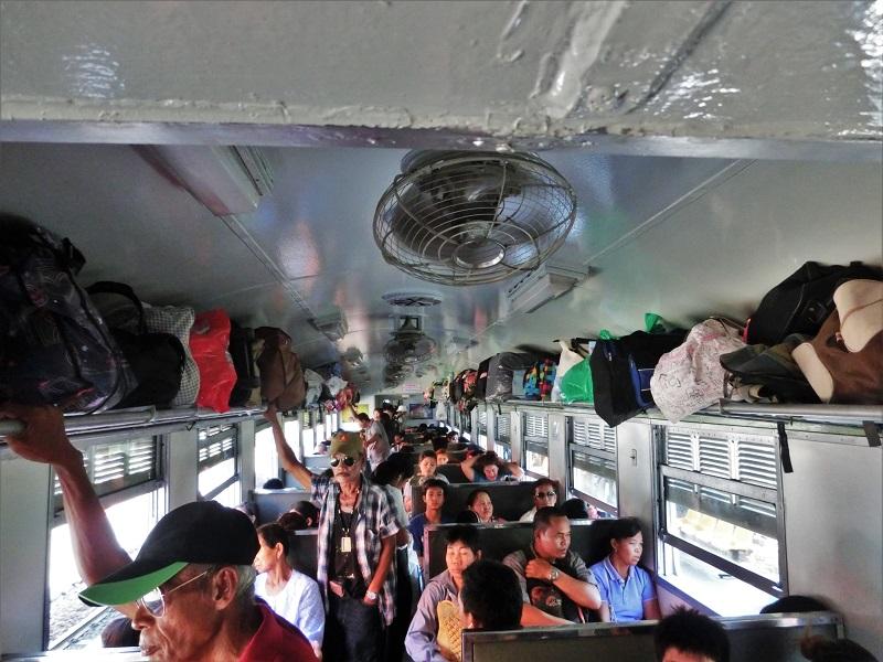 バンコクの鉄道車内