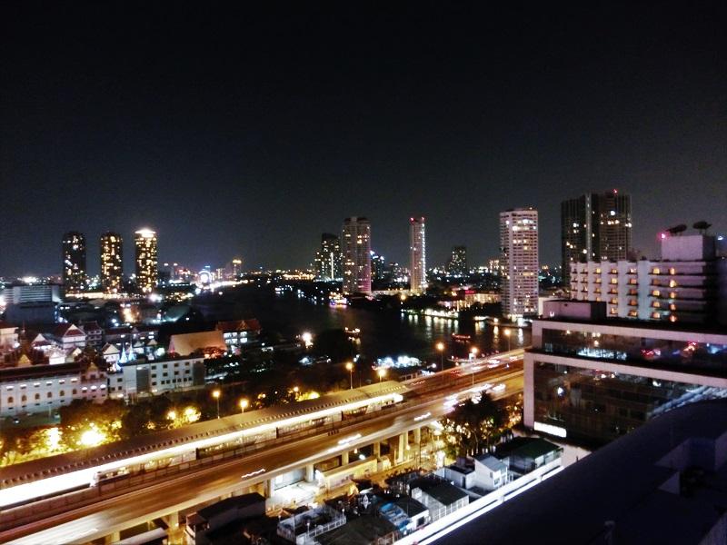 センターポイント シーロム ホテル(Centre Point Silom Hotel)夜景
