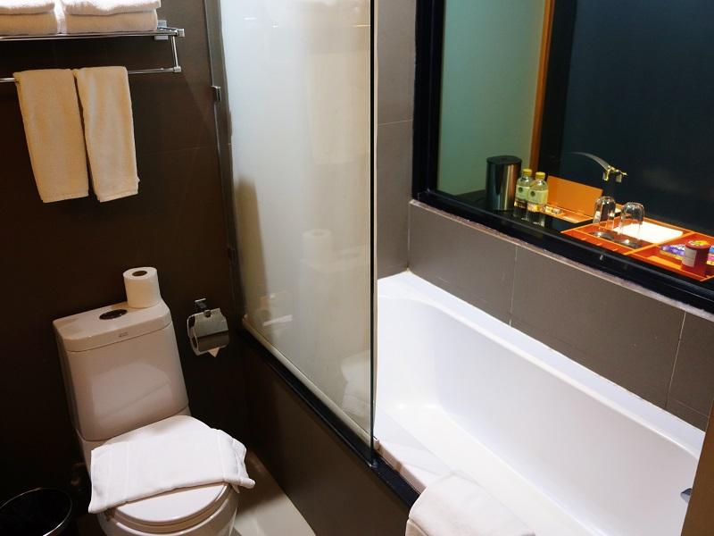 デ チャイ ザ オリエンタル ホテル(De Chai The Oriental Hotel)トイレとバスルーム