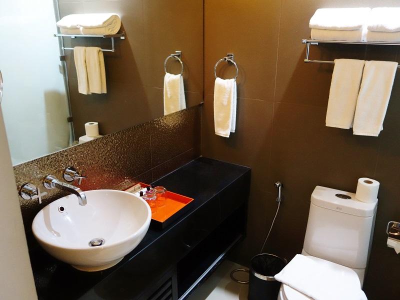 デ チャイ ザ オリエンタル ホテル(De Chai The Oriental Hotel)洗面所とトイレ
