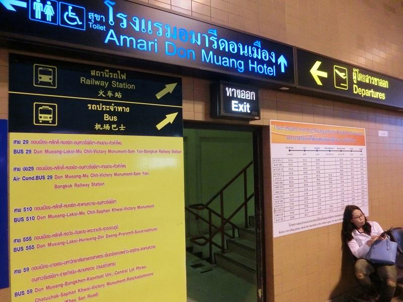 ドンムアン空港からアマリ ドンムアン エアポート バンコク(Amari Don Muang Airport Bangkok)へ向かう階段