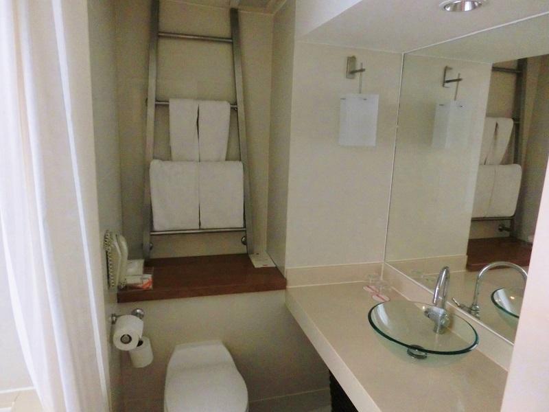 デュシットD2 チェンマイ(dusitD2 Chiang Mai)洗面所、トイレ、バスタブ