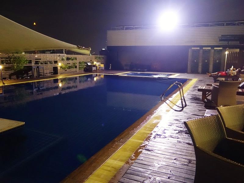 ダン ダゥーム ホテル(Dang Derm Hotel)屋上プール