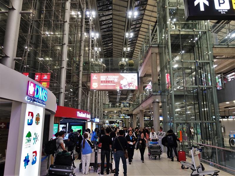 スワンナプーム国際空港の到着階(2階)