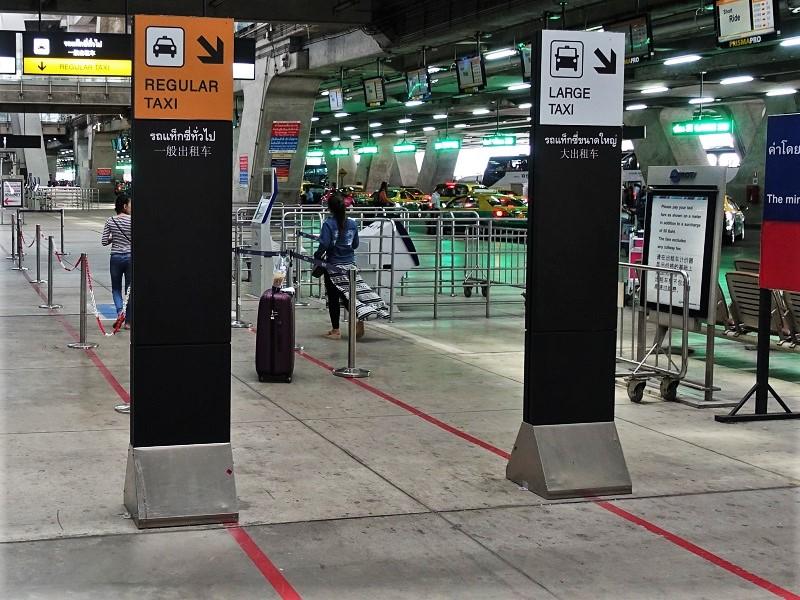 スワンナプーム国際空港1階のタクシー乗り場