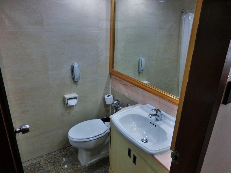 ザ タワナ バンコク ホテル(Tawana Bangkok Hotel)洗面所とトイレ