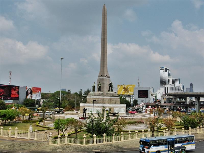 戦勝記念塔(ビクトリーモニュメント)