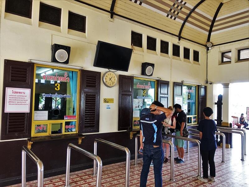 アユタヤ鉄道駅のチケット販売カウンター
