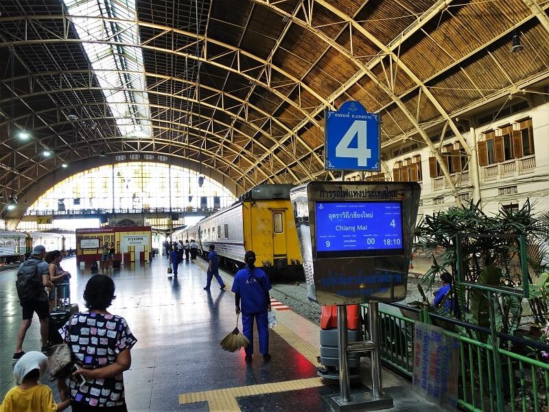 バンコク鉄道駅のプラットフォーム4