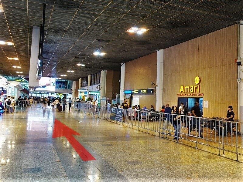 ドンムアン空港国際線ターミナル到着ロビーから連絡通路方面