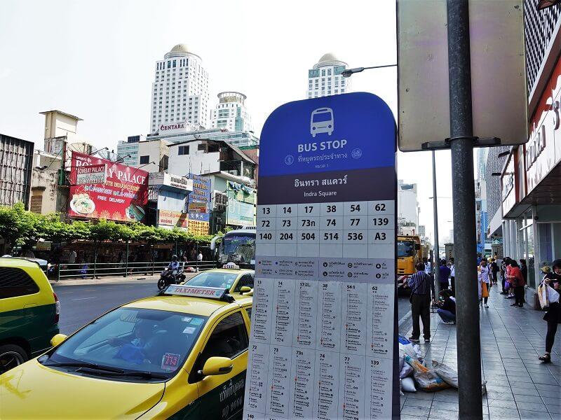インドラスクウェア(Indra Square)前のバス停