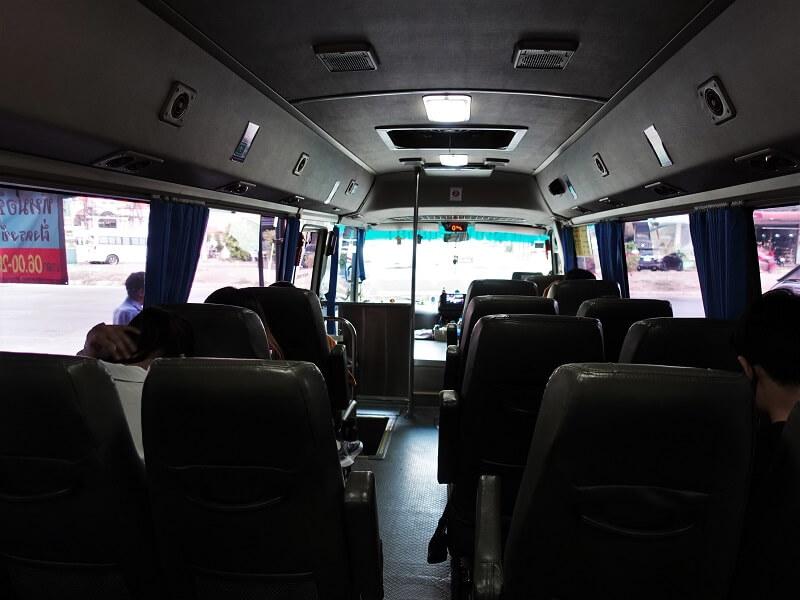 バンコク行きのミニバス