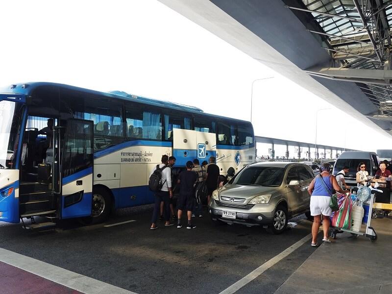 タップラヤロードオフィス(Thappraya Road Office)からのバス