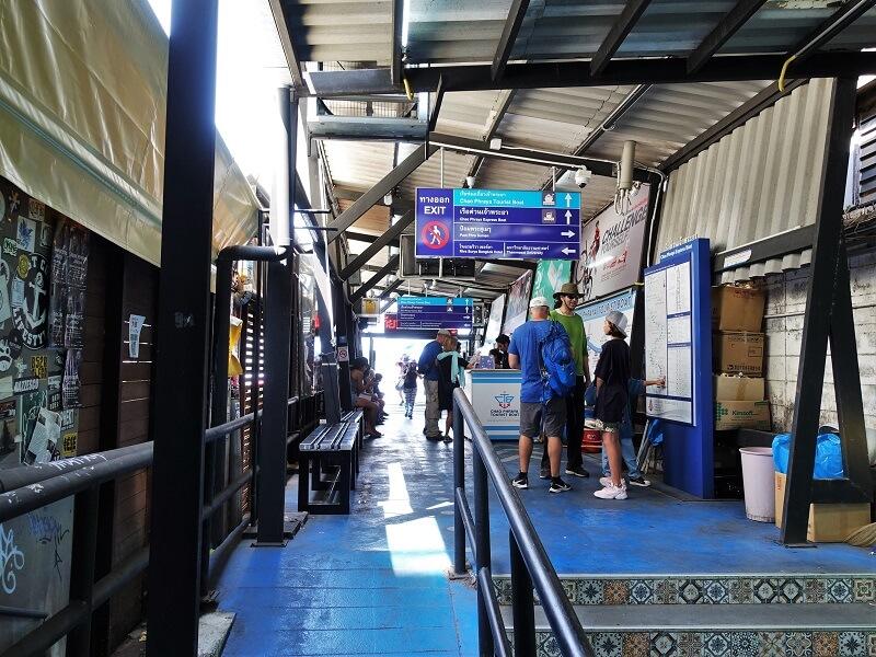 N13 Phra Arthit埠頭にあるチケット売り場