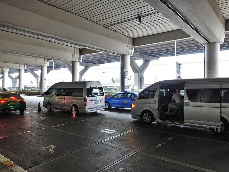 ドンムアン空港の貸切チャーター車