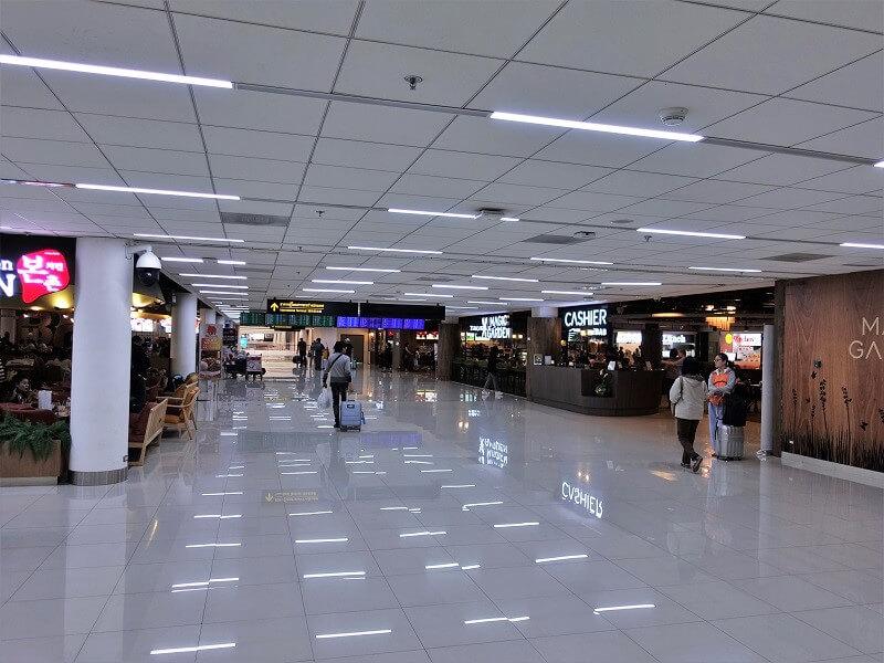 ドンムアン空港国内線ターミナル4階のフードコート