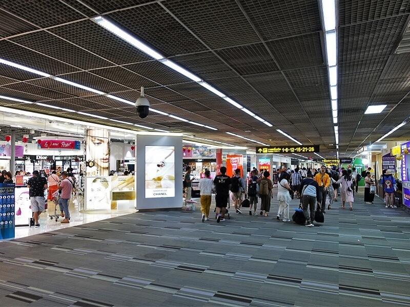 ドンムアン空港の荷物検査後、出国手続き後エリア