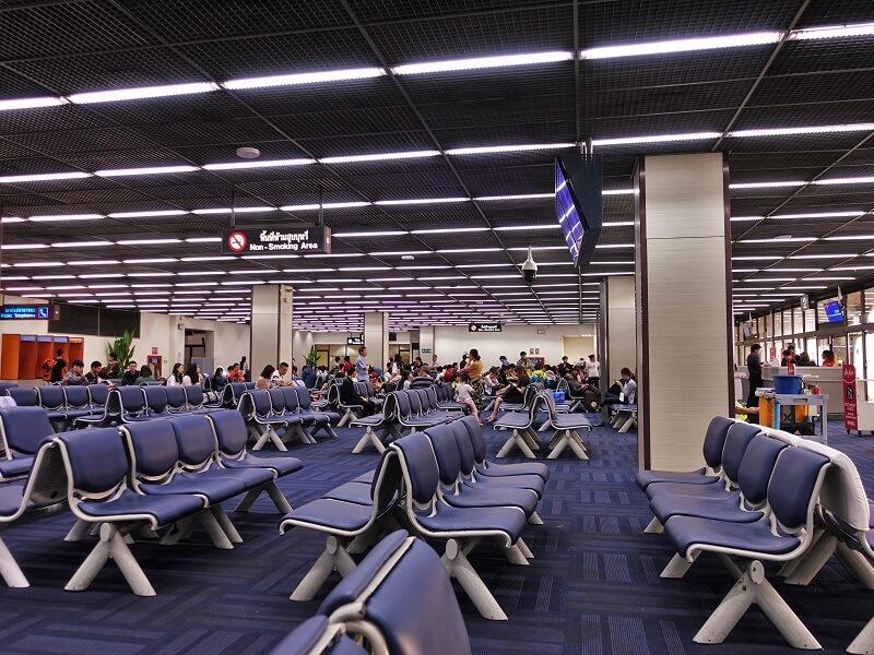 ドンムアン空港搭乗口近くフロア