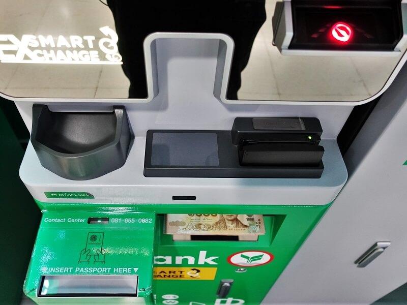 カシコン銀行の外貨両替機からタイバーツ