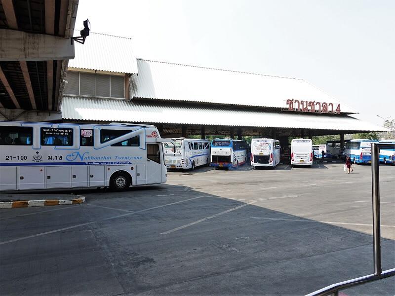 モーチットバスターミナルのパタヤ行きバス乗り場