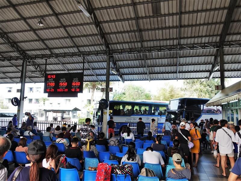 ノースパタヤバスステーションのバス乗り場