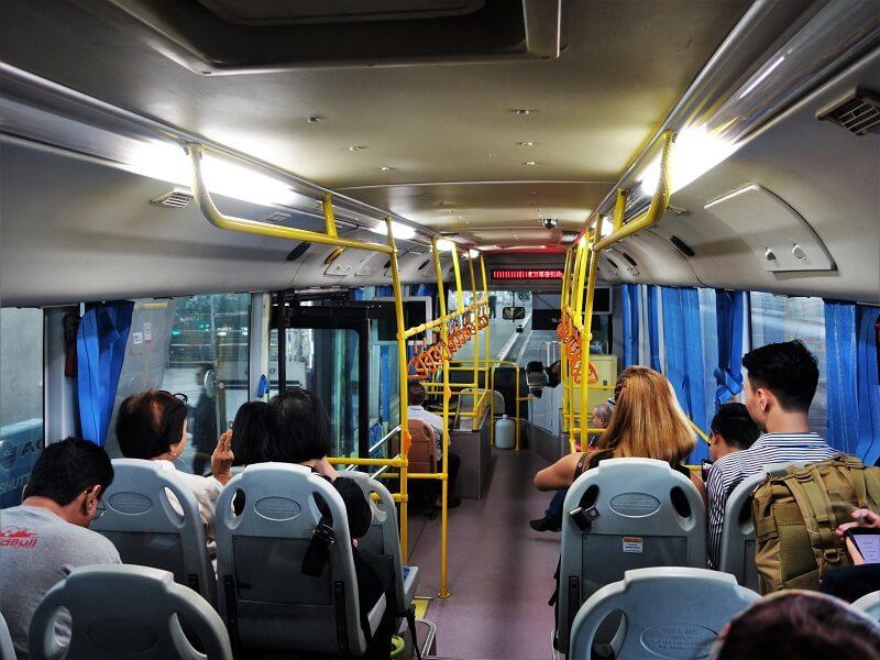 ドンムアン空港行きシャトルバスの車内