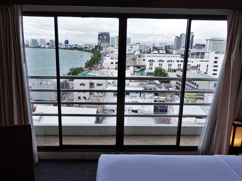 グランドホテル パタヤから見たビーチロード