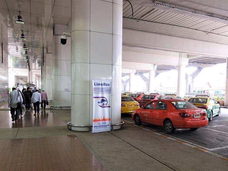 ドンムアン空港・国際線ターミナル7番出口近くのリモバス乗り場