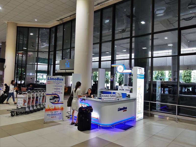 ドンムアン空港国際線ターミナル13番出口近くのリモバスチケット売り場