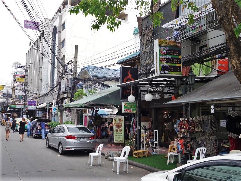 ランブッテリー通り(Rambuttri alley)