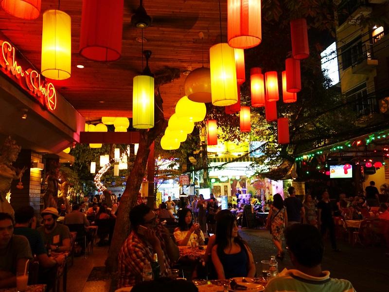ランブッテリー通りのレストラン
