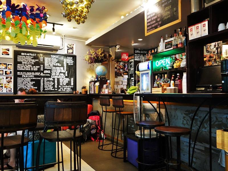カオサン通りのカフェ