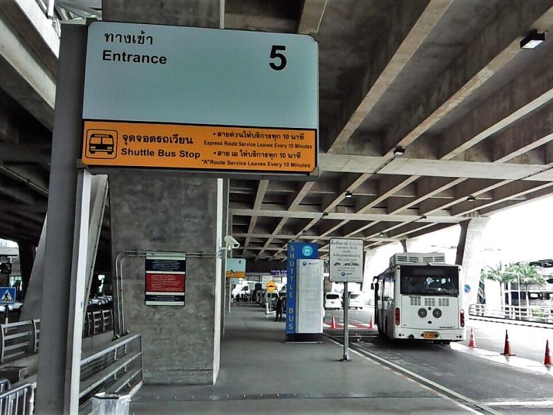 スワンナプーム国際空港1階フロア5番出口外