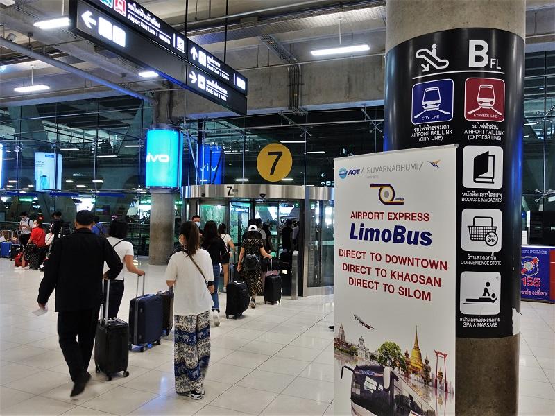 スワンナプーム国際空港1階フロア7番出口