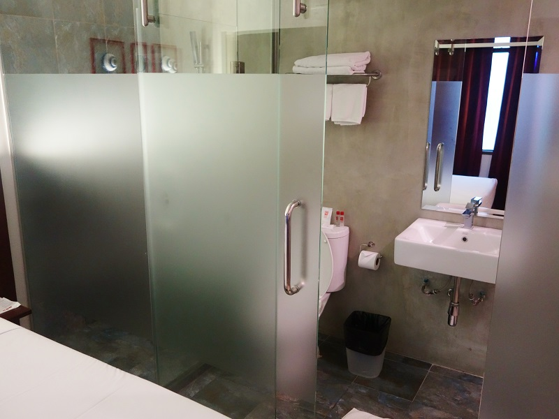 ルアムチット プラザ ホテル(Ruamchitt Plaza Hotel)洗面所とトイレ