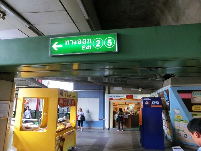 BTSアソーク駅の2、5番出口